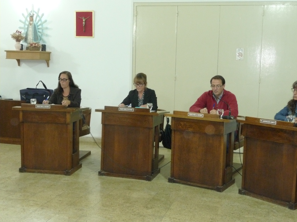 Sagredo pidió que se vuelva a colocar el mural homenaje a Ma. Cristina Garófoli en el HCD (Video)