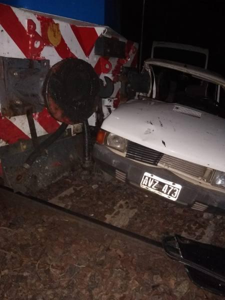 El tren que iba a Bahía Blanca arrolló a un auto en Suárez